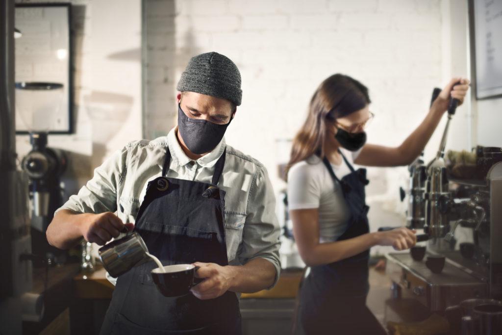 baristas en cafeteria
