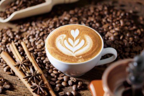 Portada entrada café sobre granos y canela